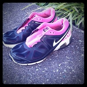 Womens size 8 Nike black and pink Max air shoes
